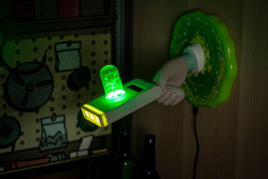 3 lampada portal gun 1024x683 - I gadget di Rick and Morty da regalare ai fan
